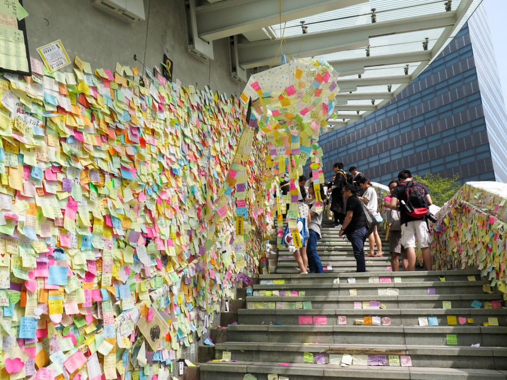 Lennon_Wall_stair_view_20141101